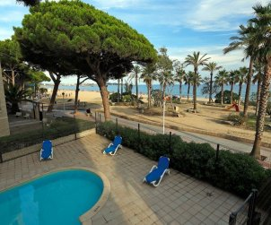 Flat  in Cambrils  for 4 people with shared swimming pool in the 1st line of the sea  p2