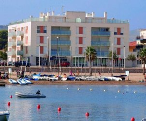 Flat   L'Escala 4 persons - private parking, air conditioning and near sea p0