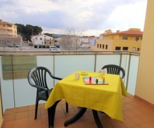 Flat   L'Escala 4 persons - private parking, air conditioning and near sea p2