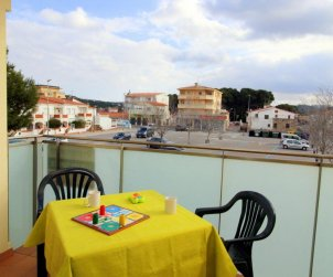 Flat   L'Escala 4 persons - private parking, air conditioning and near sea p1