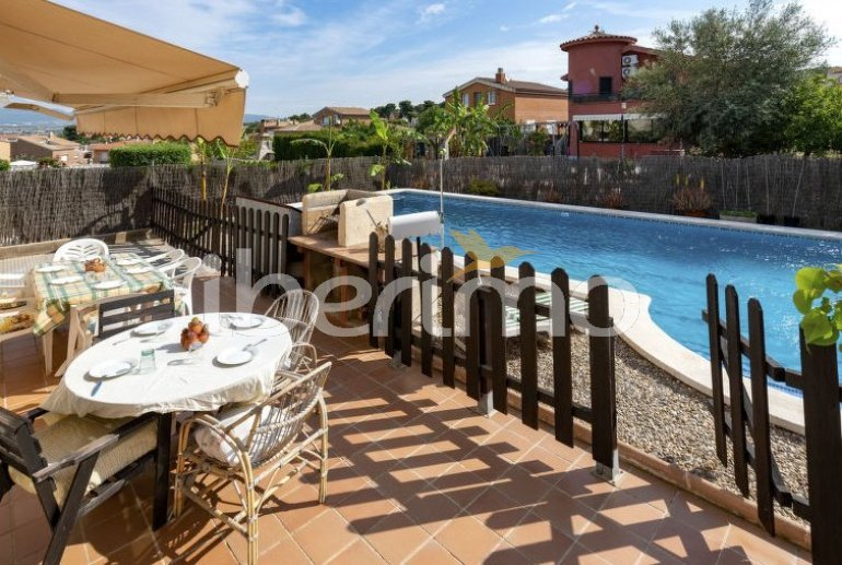 House   El Vendrell 9 persons - private pool p0