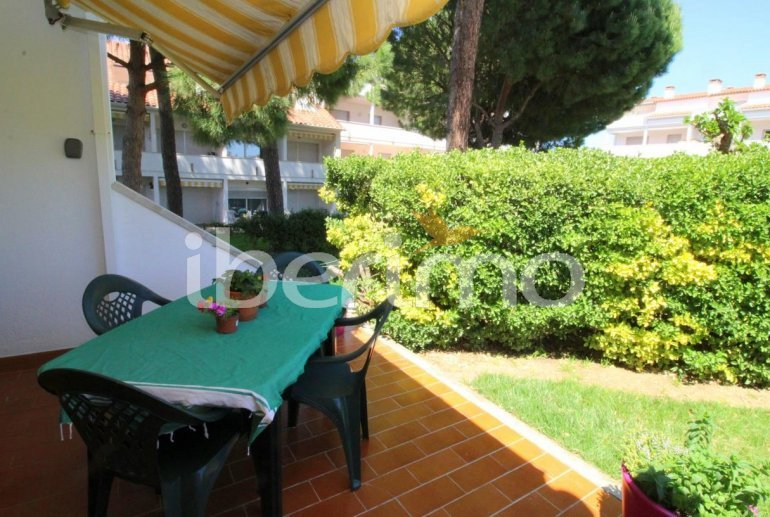 Flat  in L'Escala  for 4 people with communal pool, air conditioning and near sea  p4