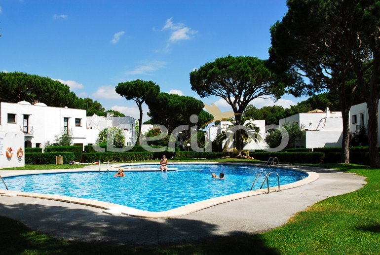 House   Pals 6 persons - comunal pool p23