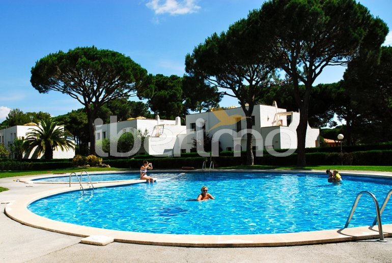 House   Pals 6 persons - comunal pool p24