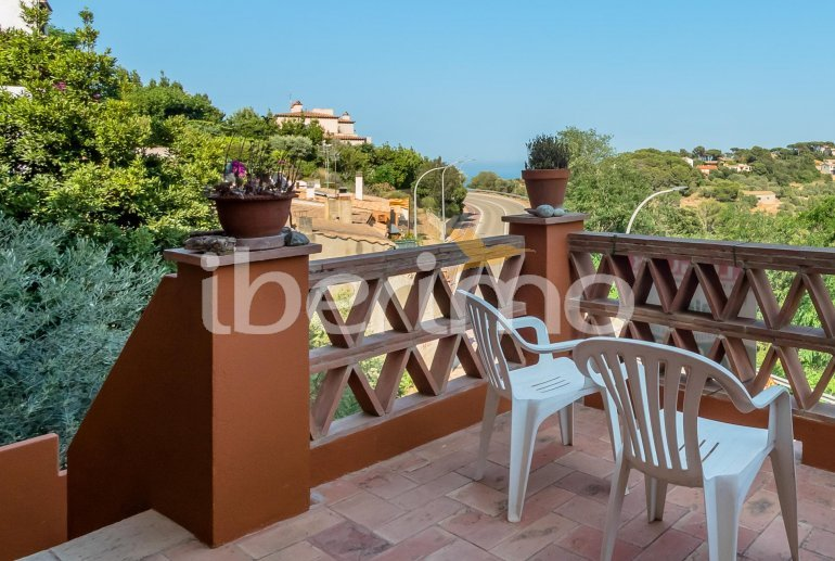House  in Begur  for 6 people with parking in the property  p23