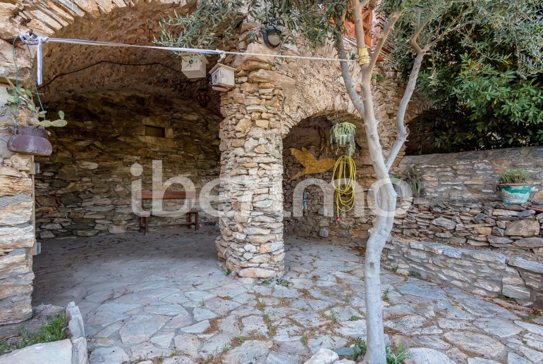 House  in Begur  for 6 people with parking in the property  p24