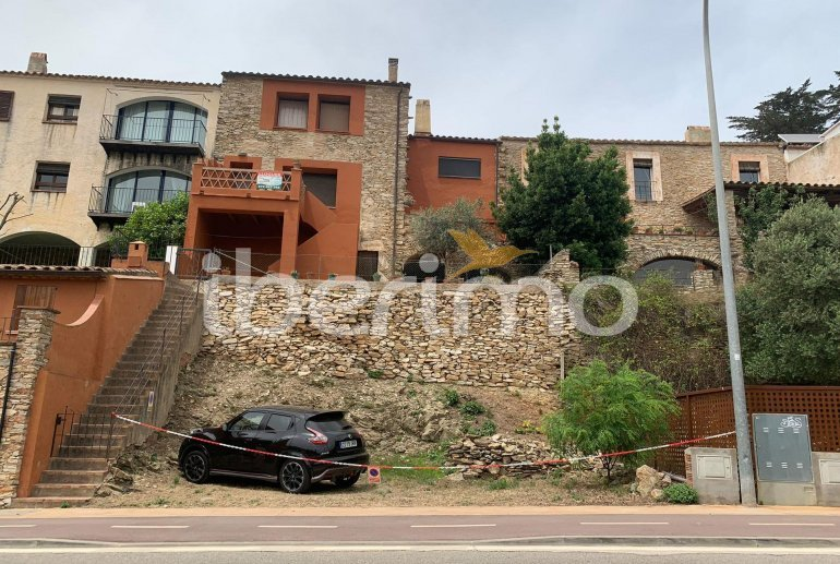 House  in Begur  for 6 people with parking in the property  p25