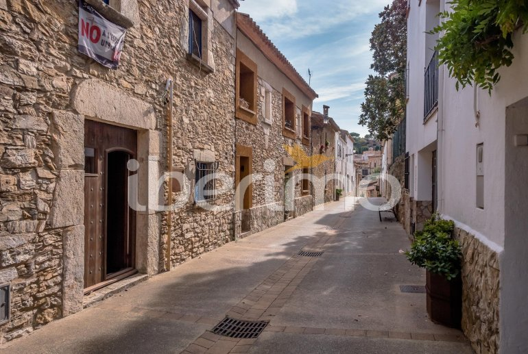 House  in Begur  for 6 people with parking in the property  p26