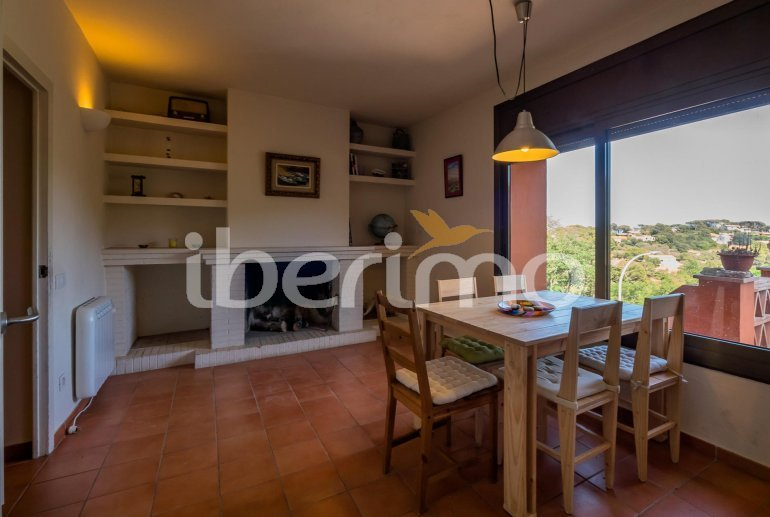 House  in Begur  for 6 people with parking in the property  p29