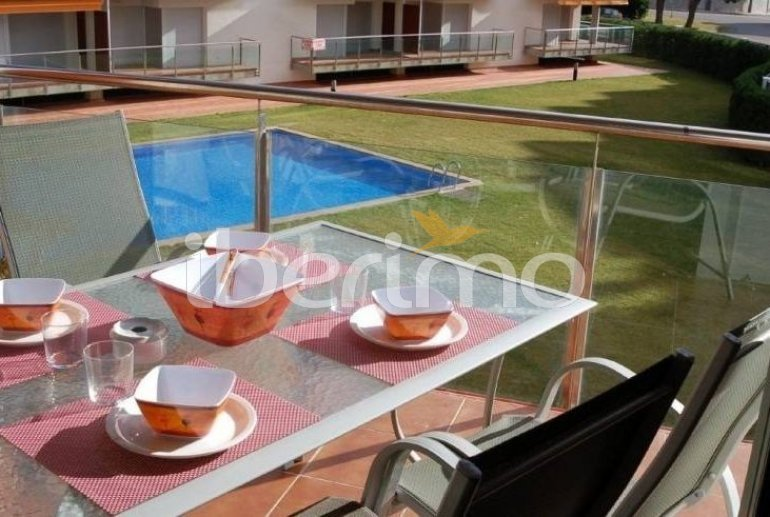 Flat   Rosas 6 persons - comunal pool and air conditioning p0